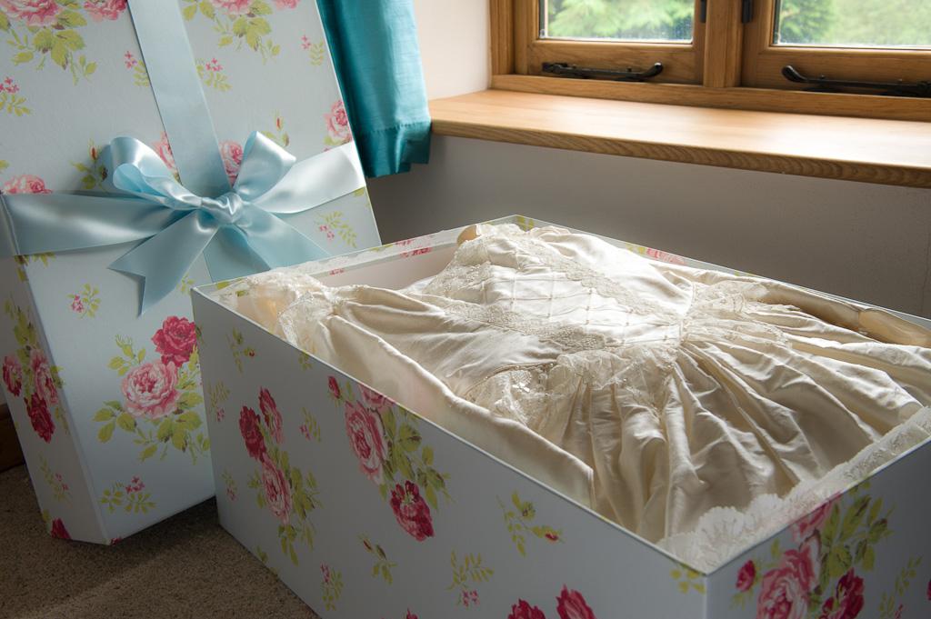Wedding dress storage boxes acid free wedding dress boxes for Acid free box for wedding dress